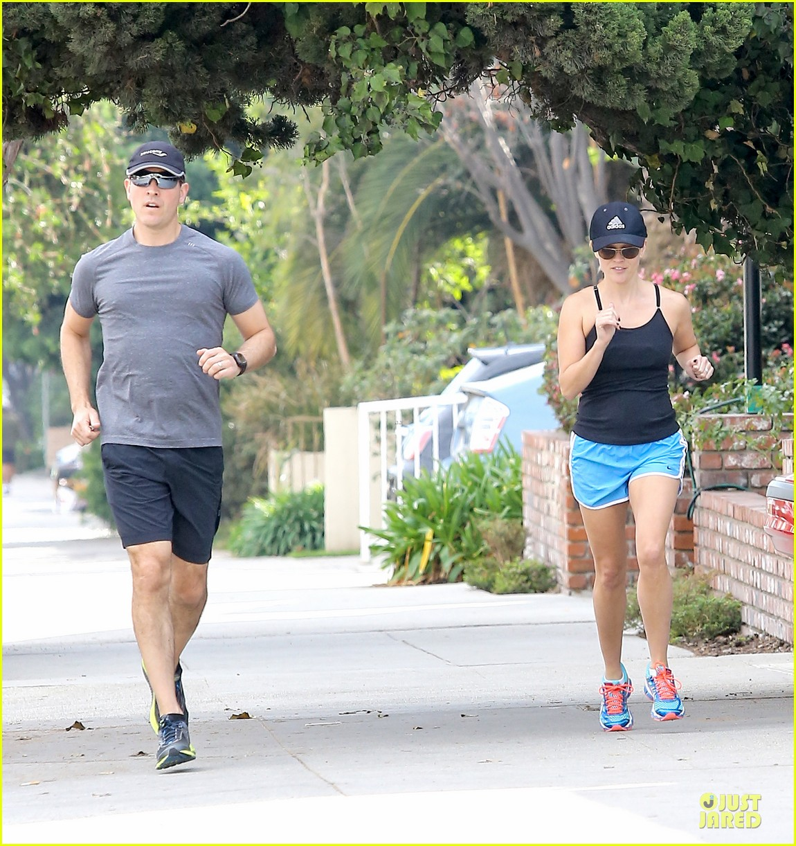 reese witherspoon jim toth jog the weekend away 183036187