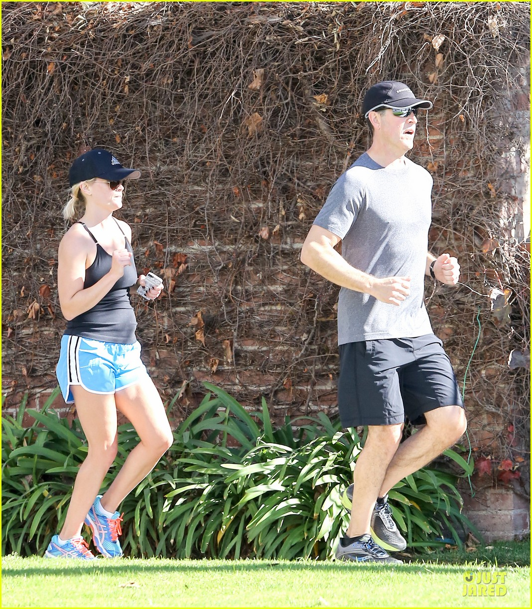 reese witherspoon jim toth jog the weekend away 203036189
