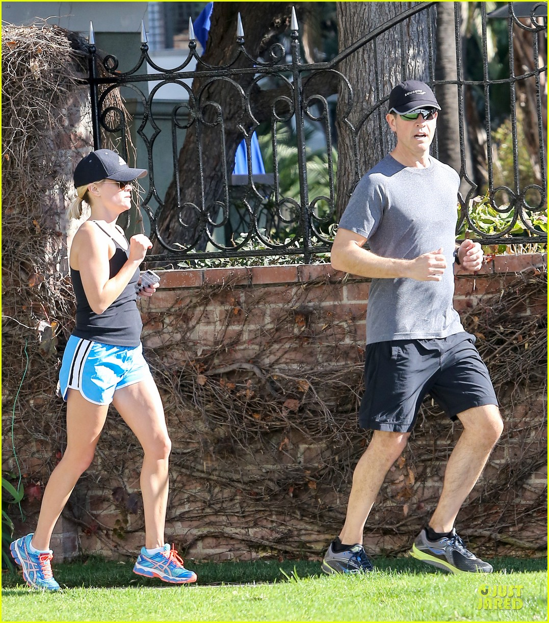 reese witherspoon jim toth jog the weekend away 223036191