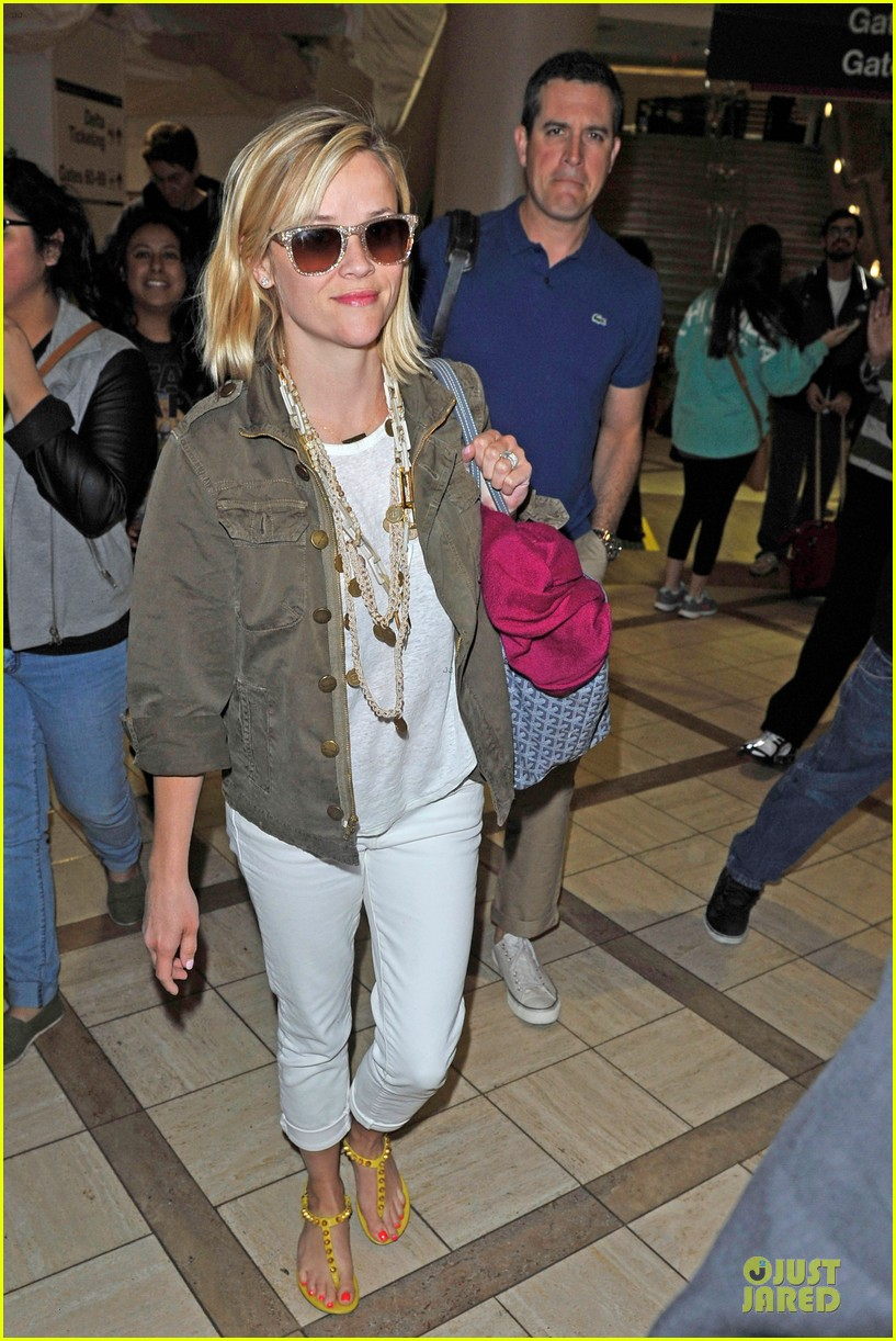 reese witherspoon lax arrival after justin bartha wedding 063024774
