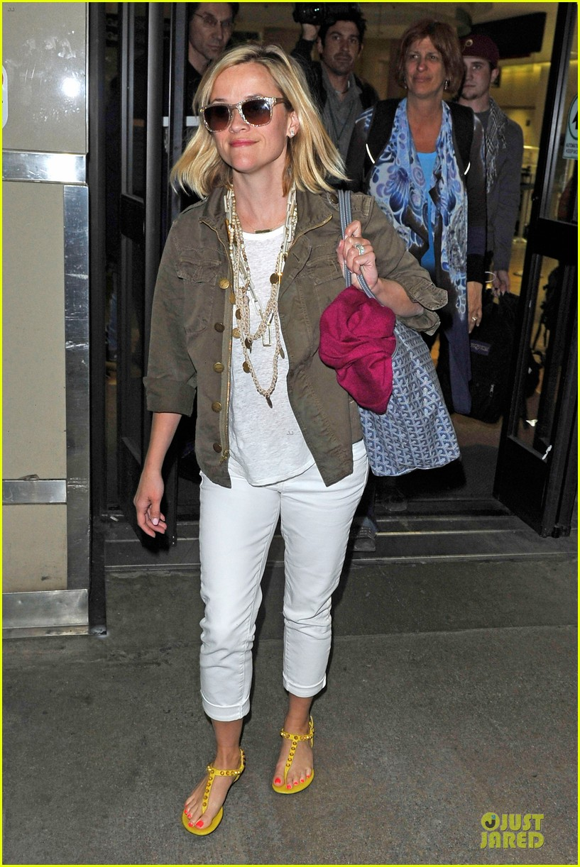 reese witherspoon lax arrival after justin bartha wedding 073024775