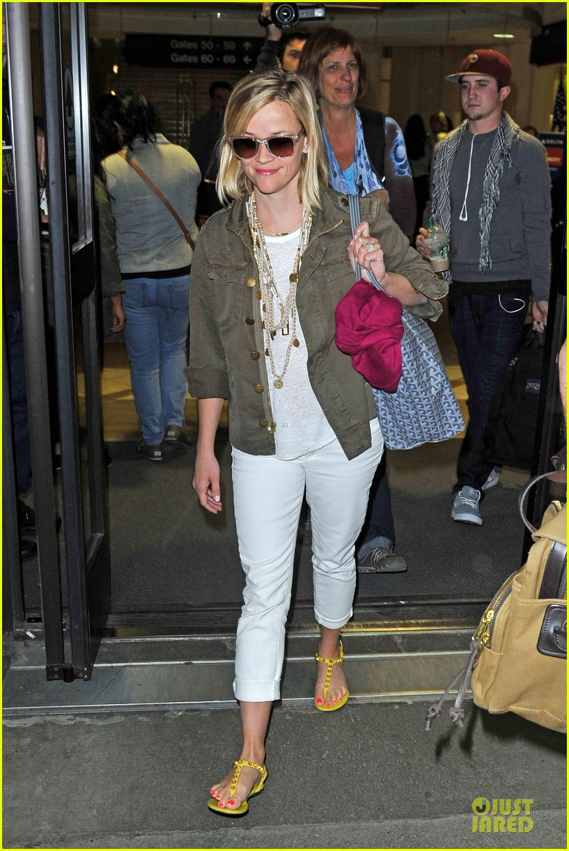 reese witherspoon lax arrival after justin bartha wedding 083024776
