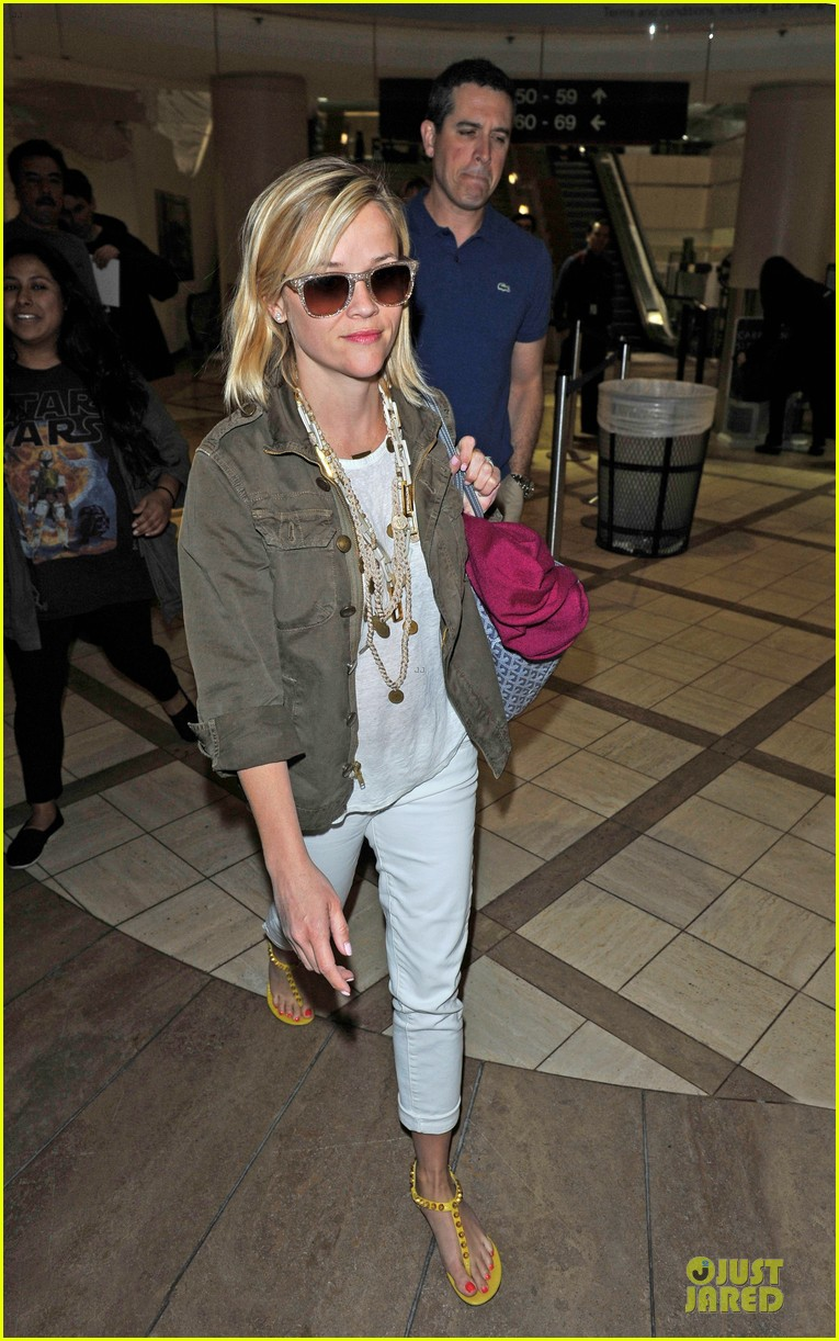 reese witherspoon lax arrival after justin bartha wedding 103024778