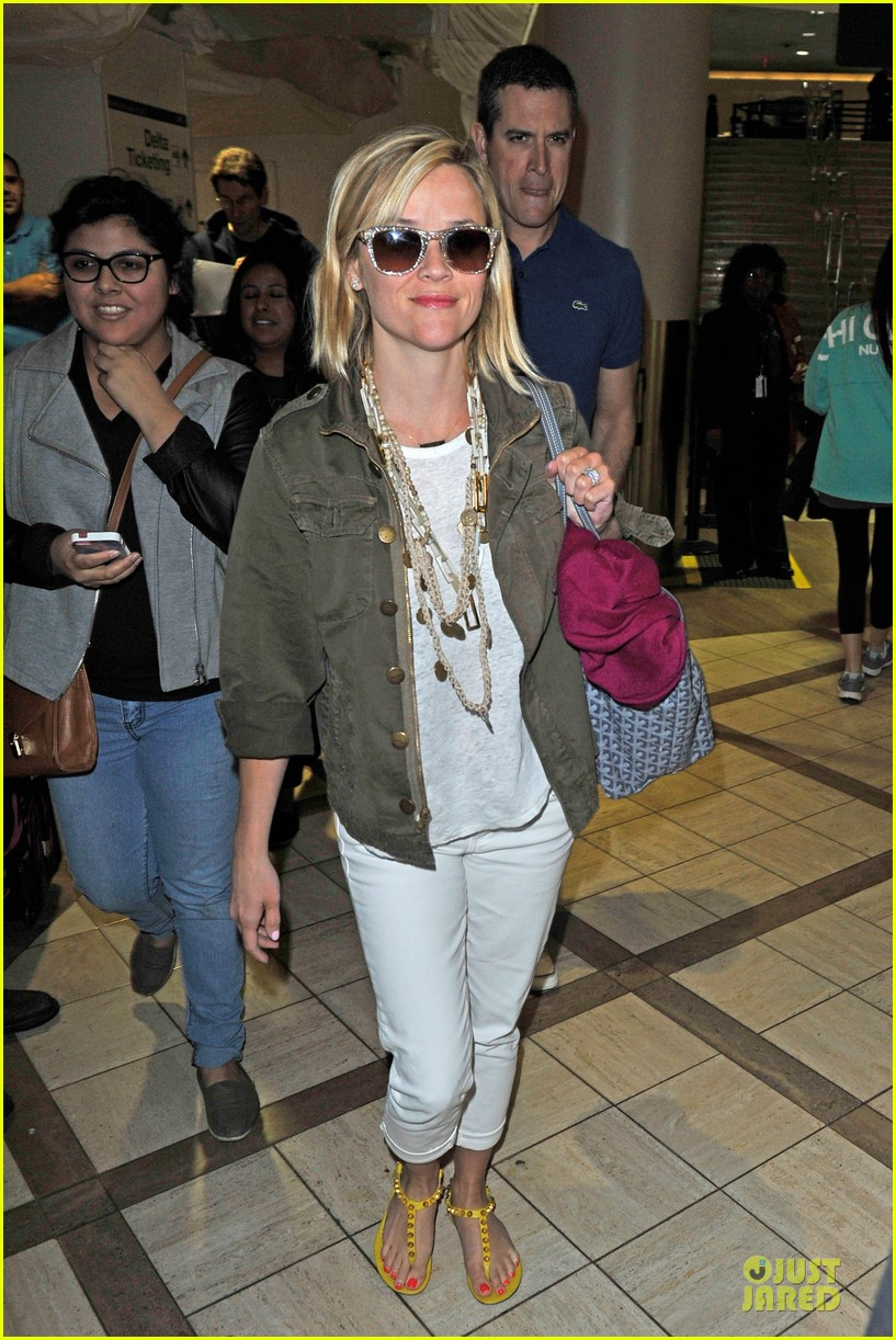 reese witherspoon lax arrival after justin bartha wedding 123024780