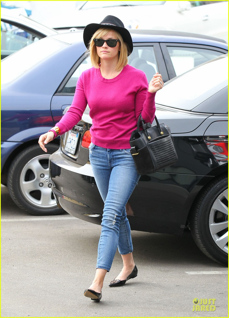 reese witherspoon lax arrival after justin bartha wedding 193024787