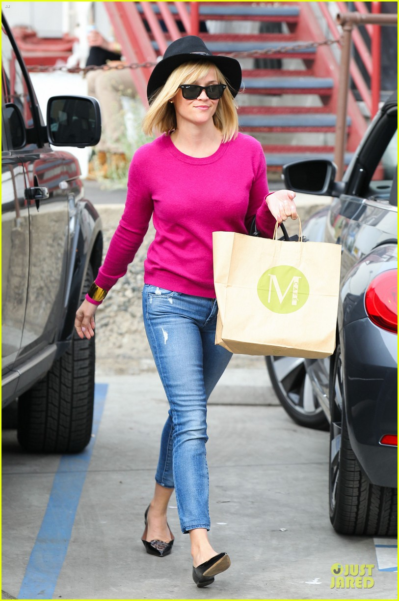 reese witherspoon lax arrival after justin bartha wedding 263024794