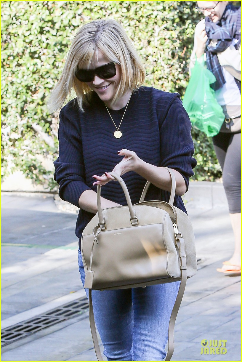 reese witherspoon leopard print babe before golden globes 043027704