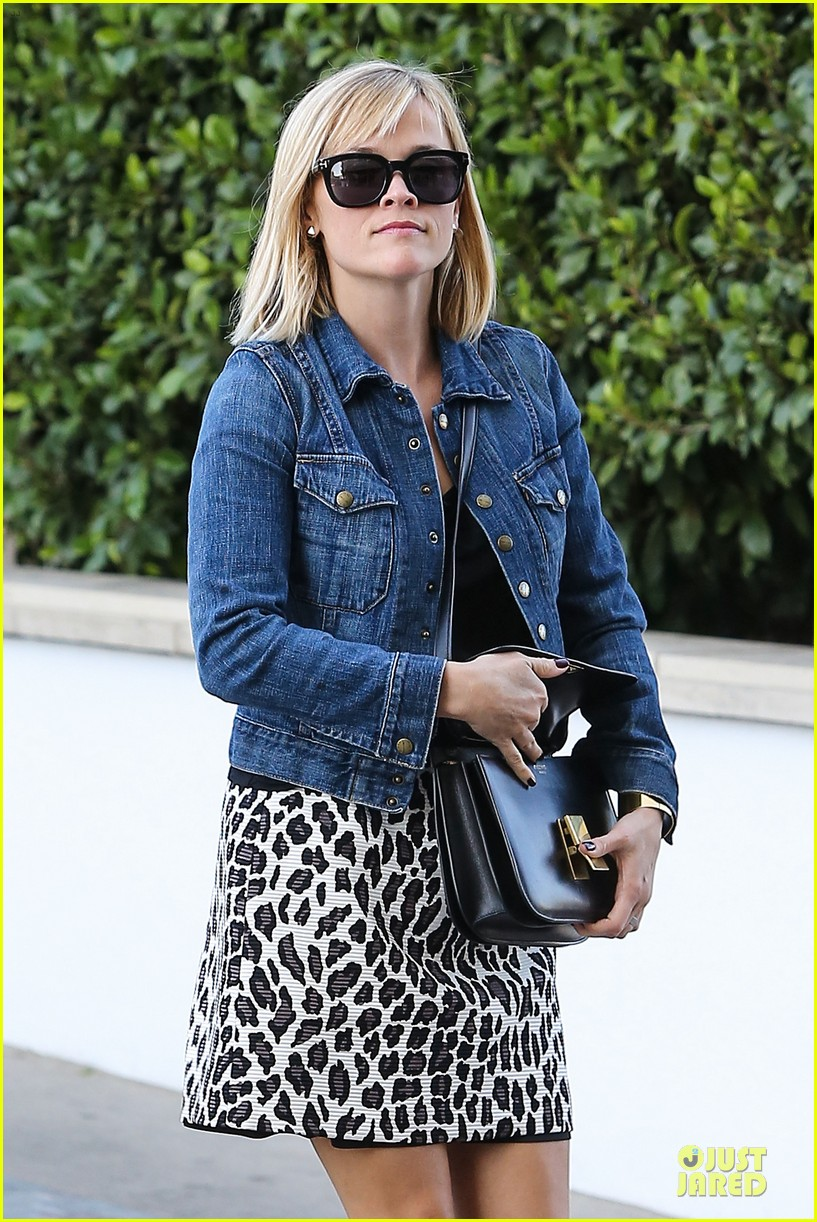 reese witherspoon leopard print babe before golden globes 153027715