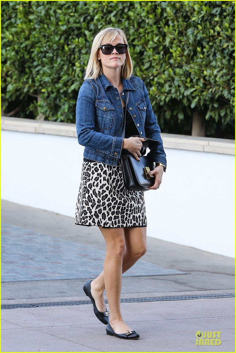 reese witherspoon leopard print babe before golden globes 163027716