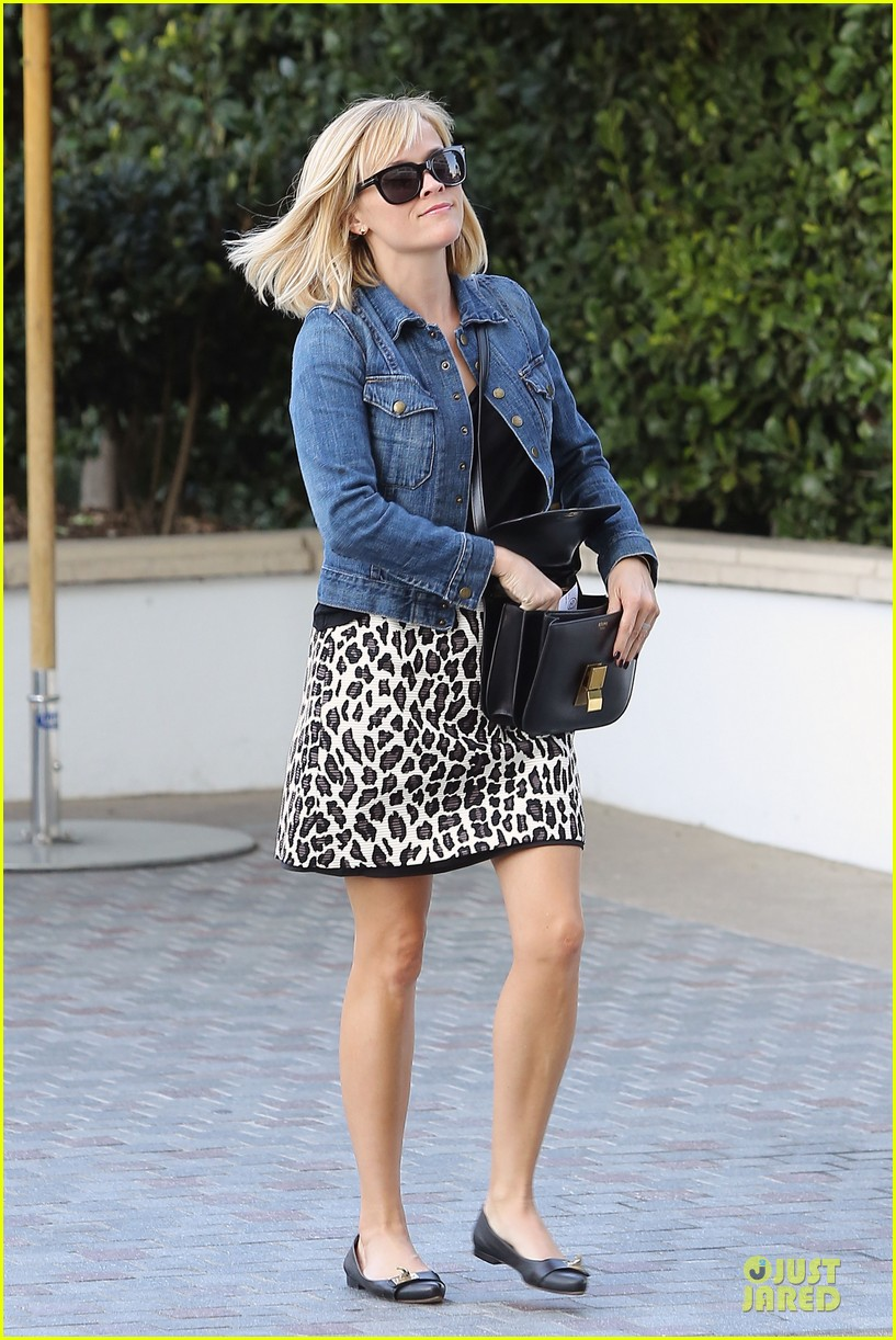 reese witherspoon leopard print babe before golden globes 173027717