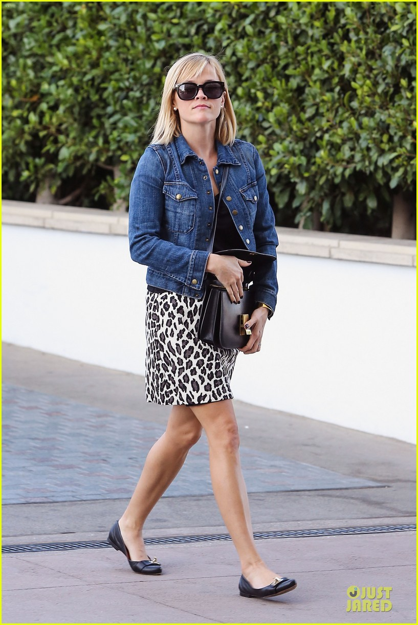 reese witherspoon leopard print babe before golden globes 183027718