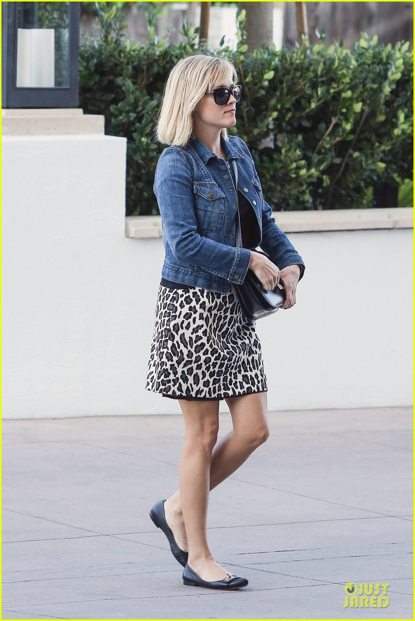 reese witherspoon leopard print babe before golden globes 233027723