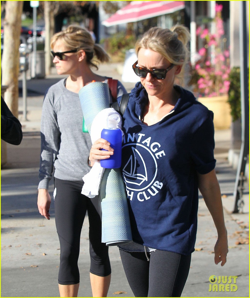 reese witherspoon naomi watts yoga workout buddies 063032148