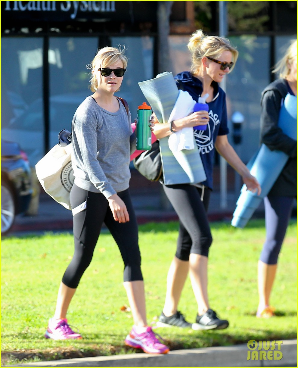 reese witherspoon naomi watts yoga workout buddies 083032150