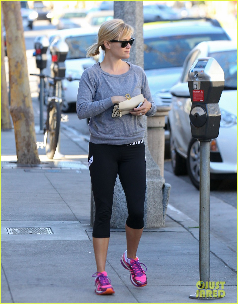 reese witherspoon naomi watts yoga workout buddies 113032153