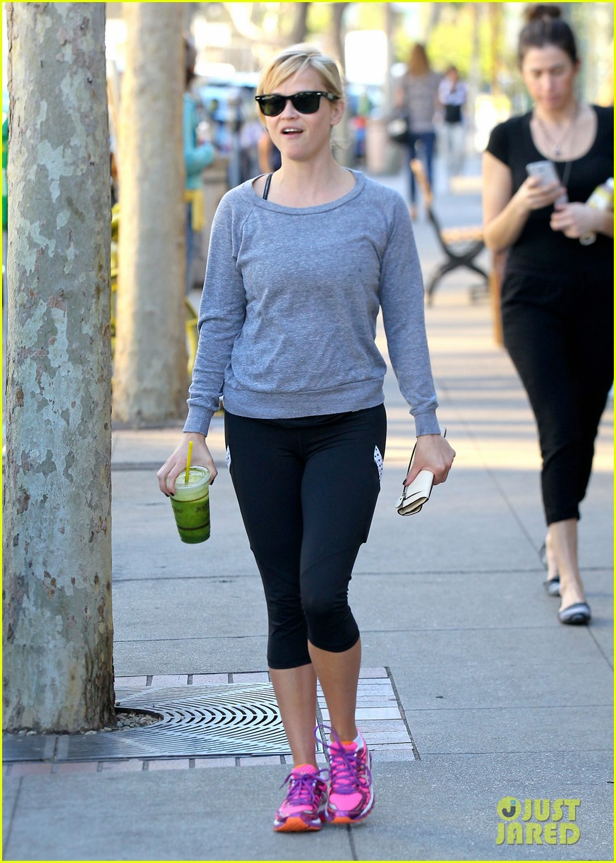 reese witherspoon naomi watts yoga workout buddies 133032155