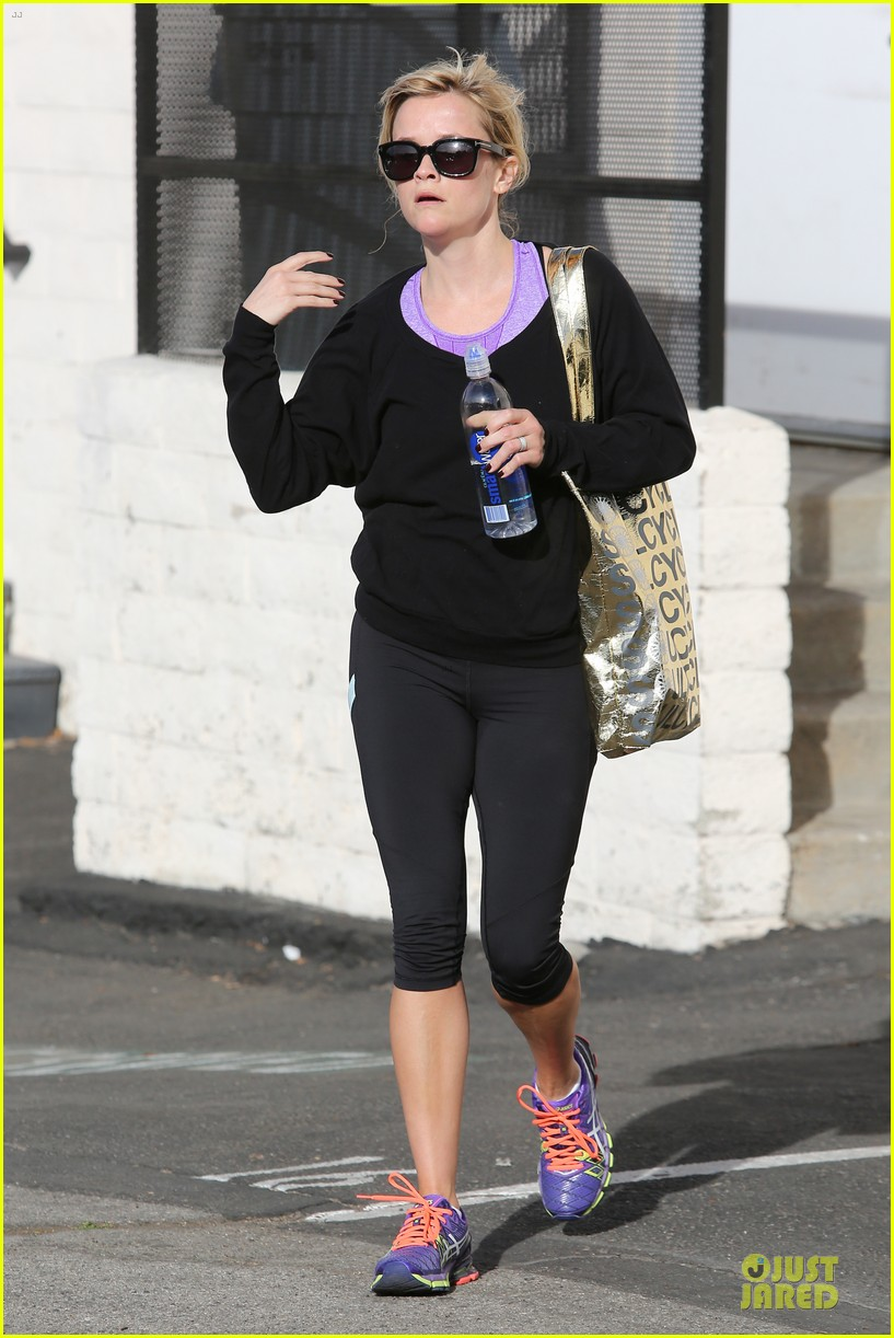 reese witherspoon pampering session after morning workout 063037251