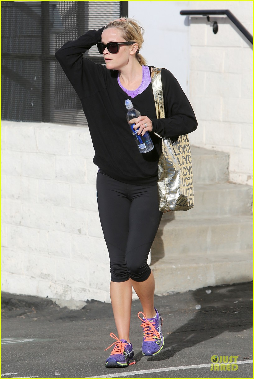 reese witherspoon pampering session after morning workout 093037254