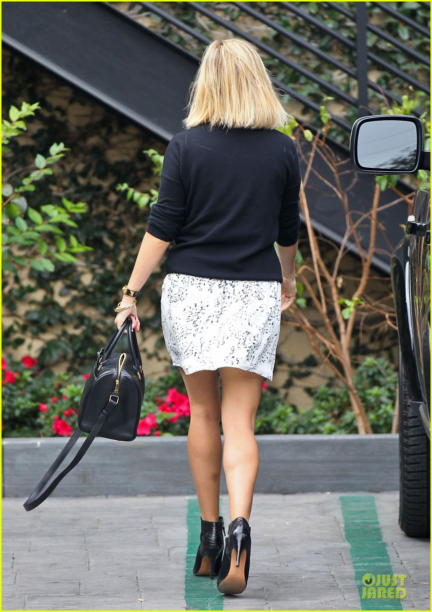 reese witherspoon pampering session after morning workout 133037258