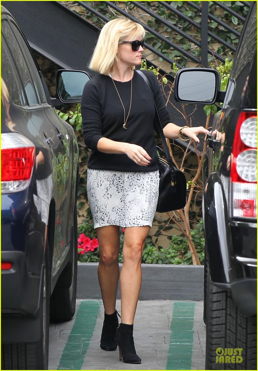 reese witherspoon pampering session after morning workout 173037262
