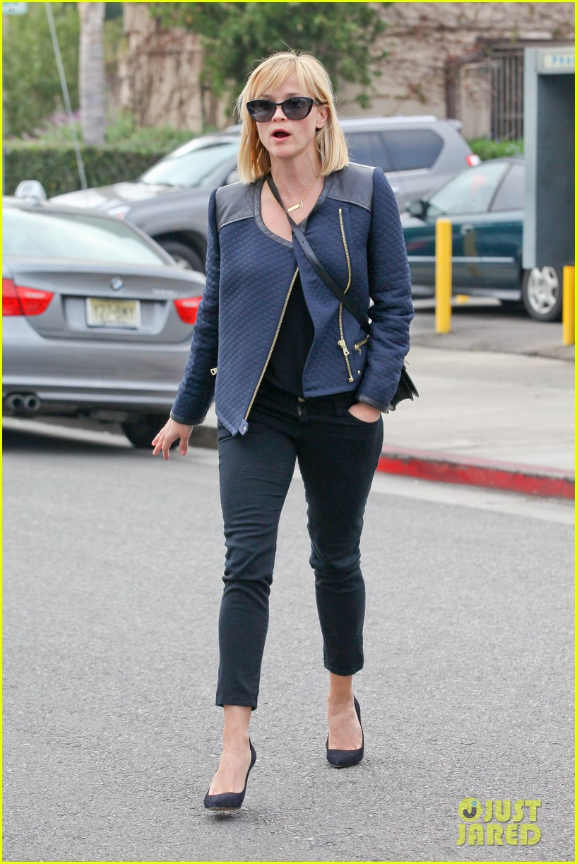 reese witherspoon golden globes presenter this weekend 103026395