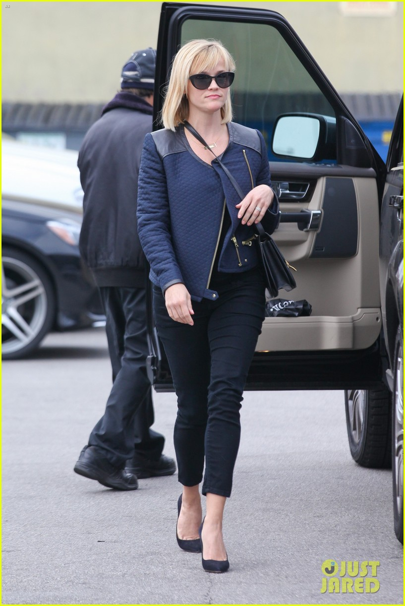 reese witherspoon golden globes presenter this weekend 133026398