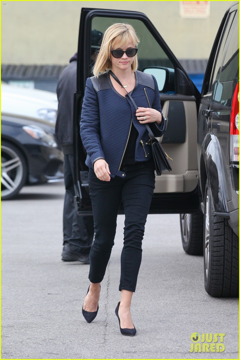 reese witherspoon golden globes presenter this weekend 183026403