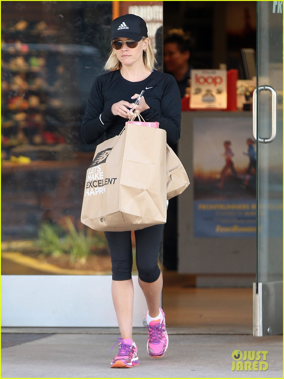 reese witherspoon golden globes presenter this weekend 193026404