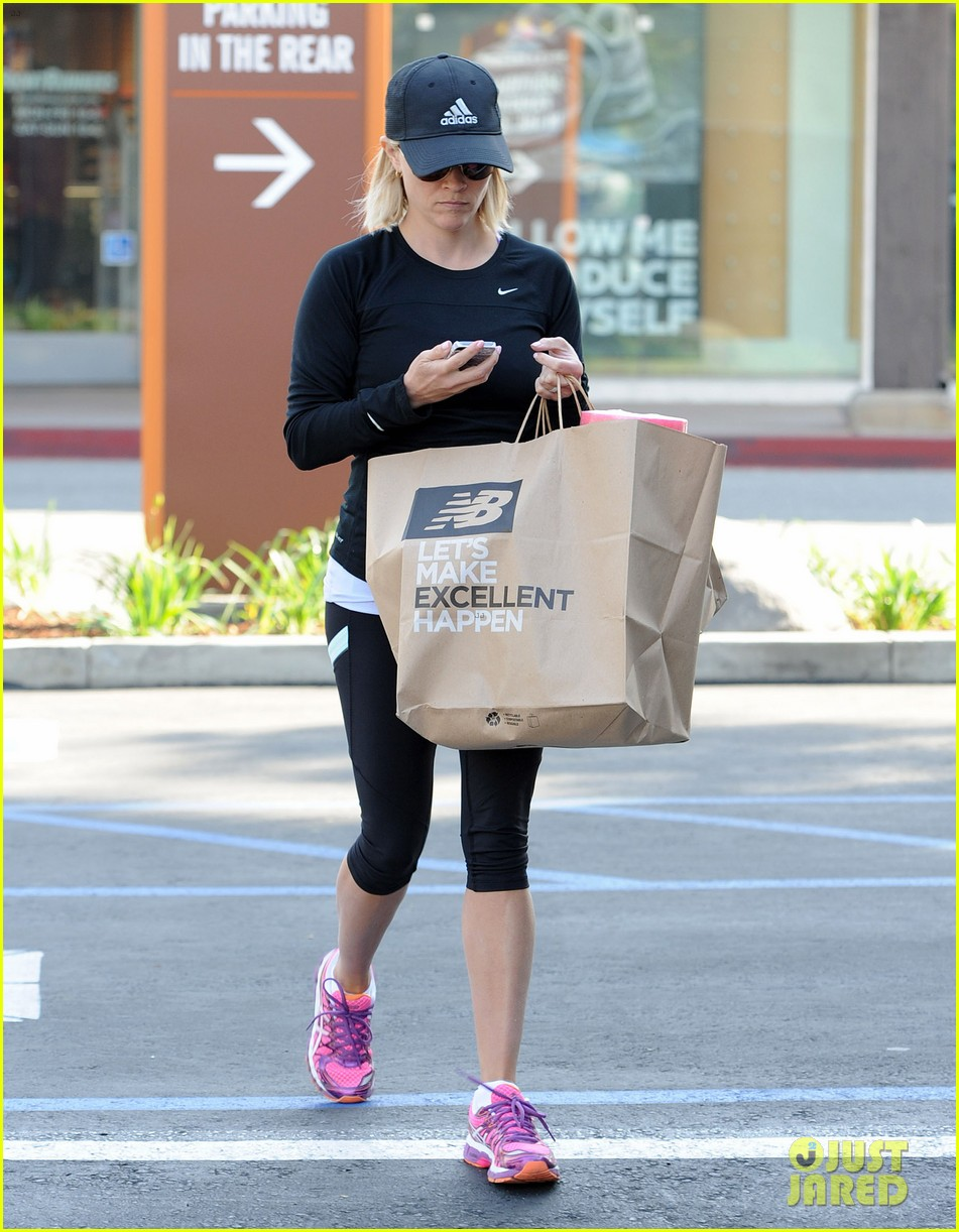 reese witherspoon golden globes presenter this weekend 293026414