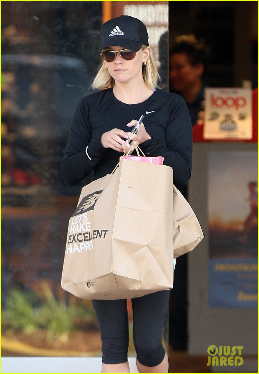 reese witherspoon golden globes presenter this weekend 303026415