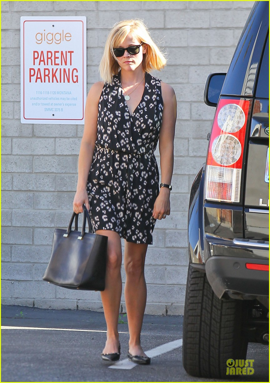reese witherspoon shopping trips after golden globes 07