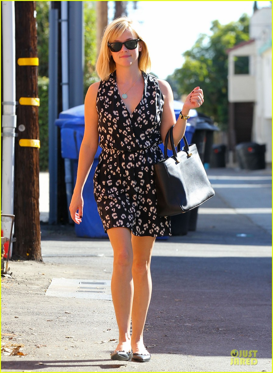 reese witherspoon shopping trips after golden globes 083031302