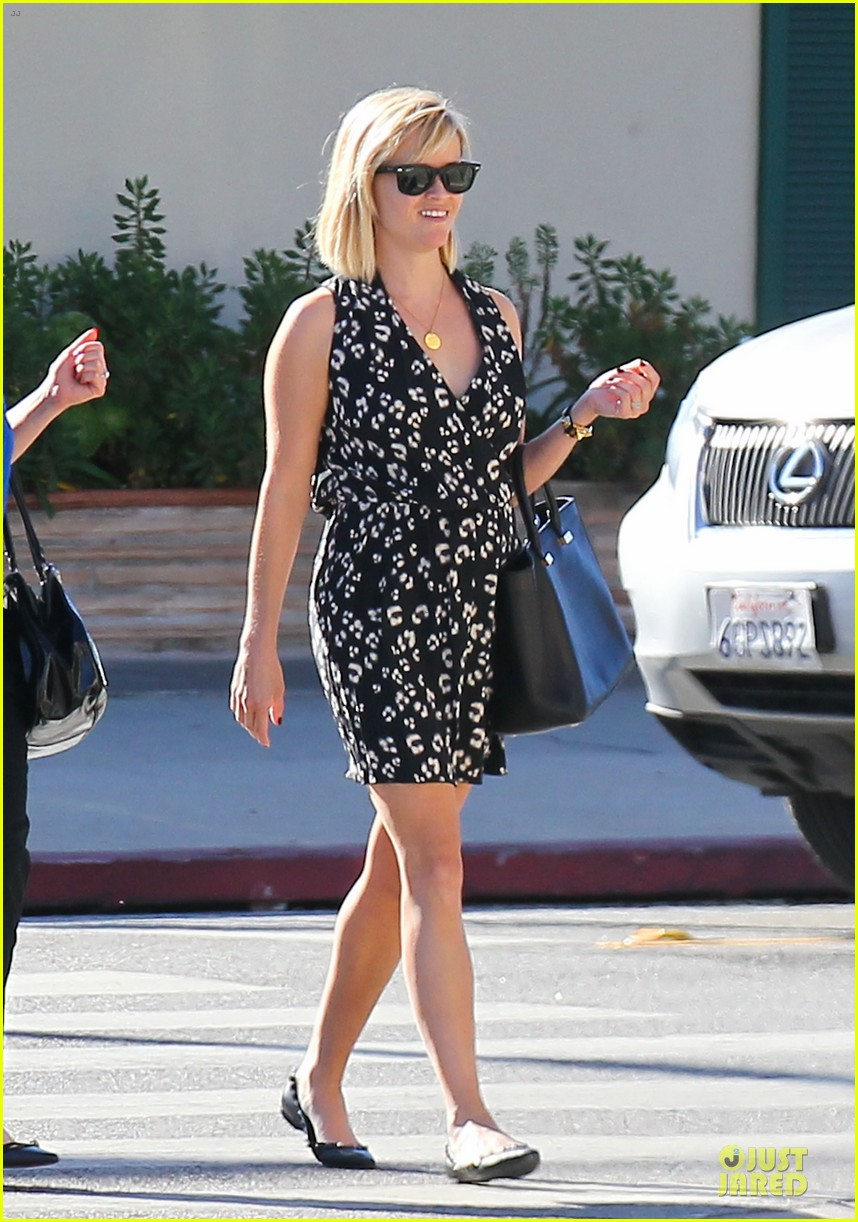 reese witherspoon shopping trips after golden globes 093031303