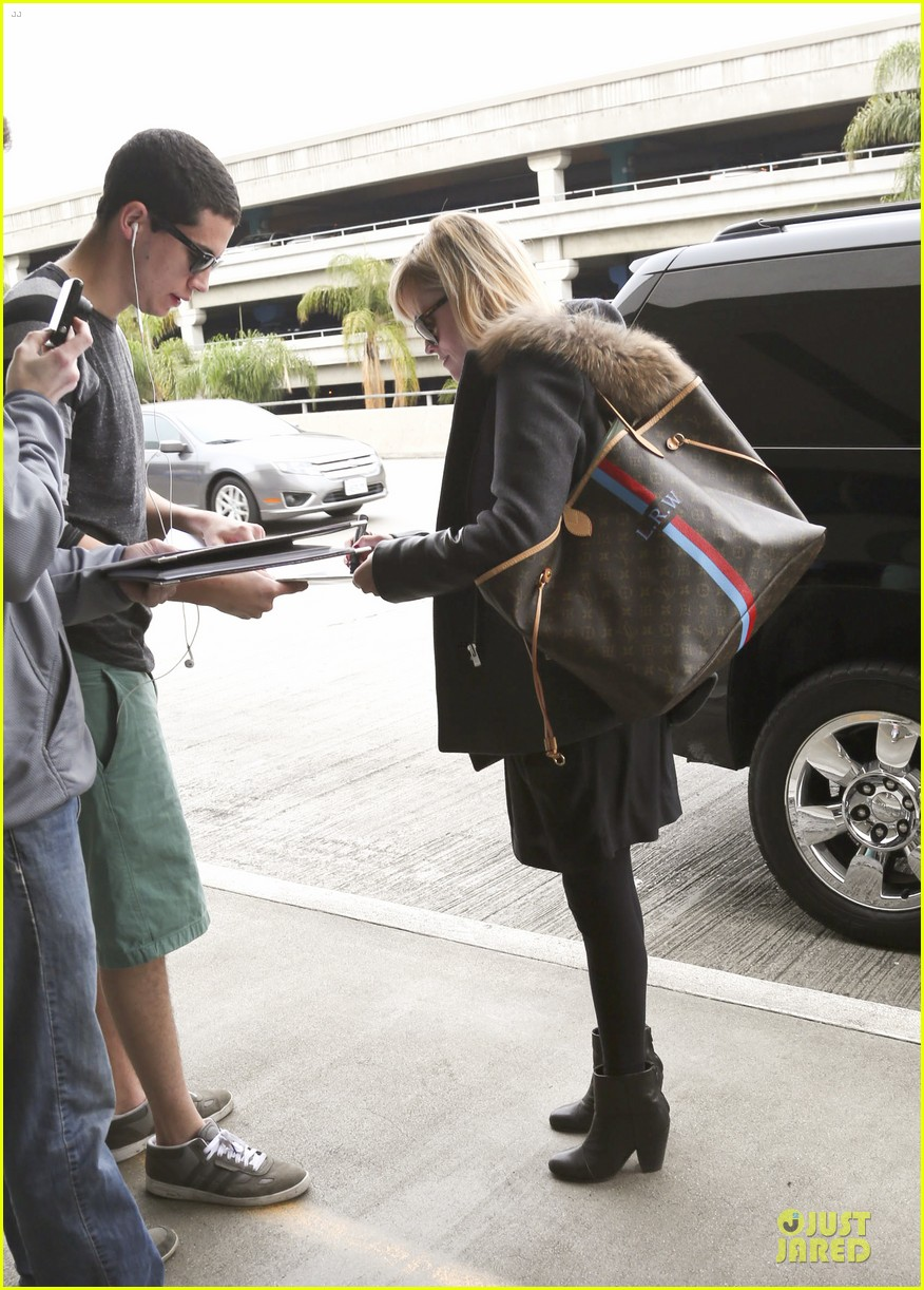 reese witherspoon wraps the week with lax airport departure 033039508