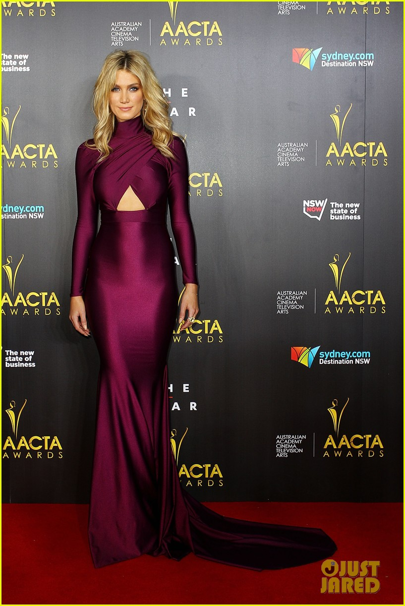sam worthington lara bingle aacta awards ceremony 2014 153044060