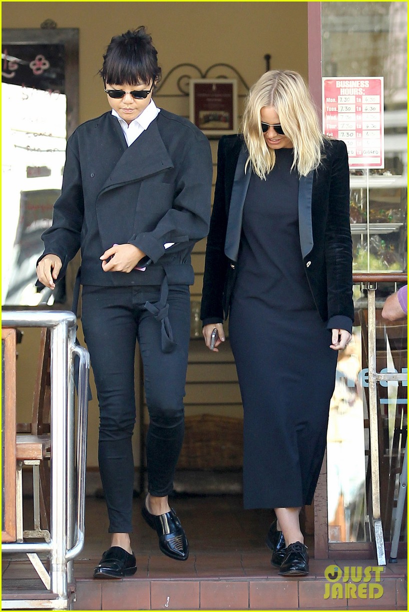 sam worthington lara bingle lunch before her court appearance 033042762