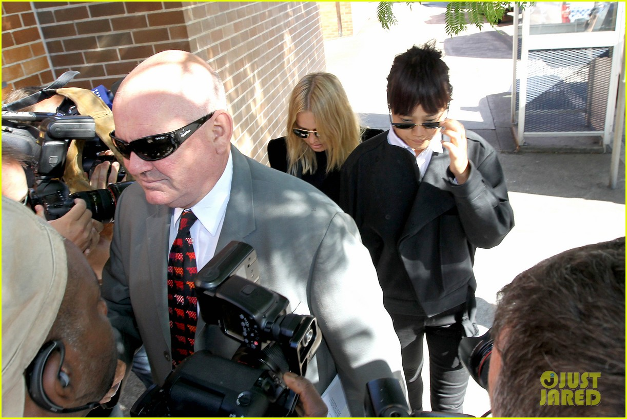 sam worthington lara bingle lunch before her court appearance 043042763