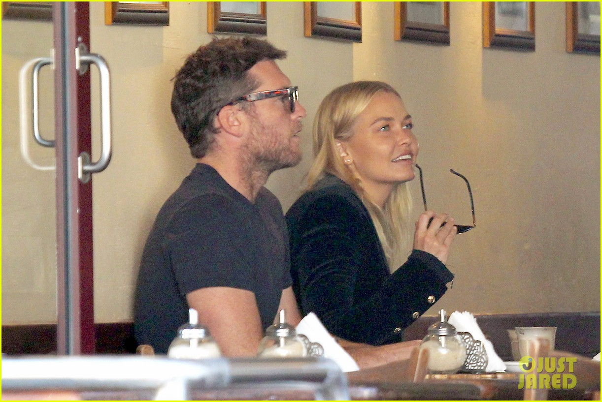 sam worthington lara bingle lunch before her court appearance 063042765