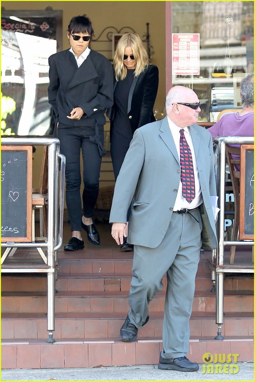 sam worthington lara bingle lunch before her court appearance 073042766