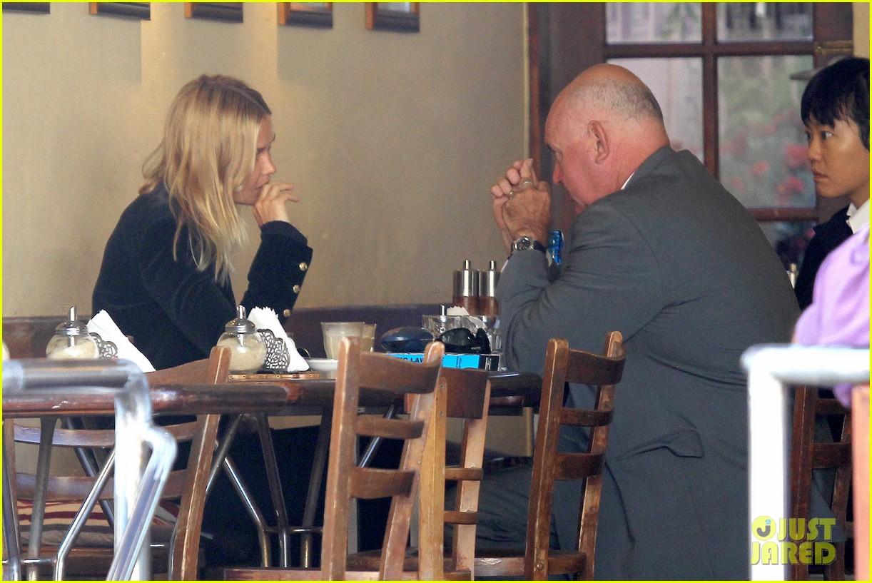 sam worthington lara bingle lunch before her court appearance 103042769