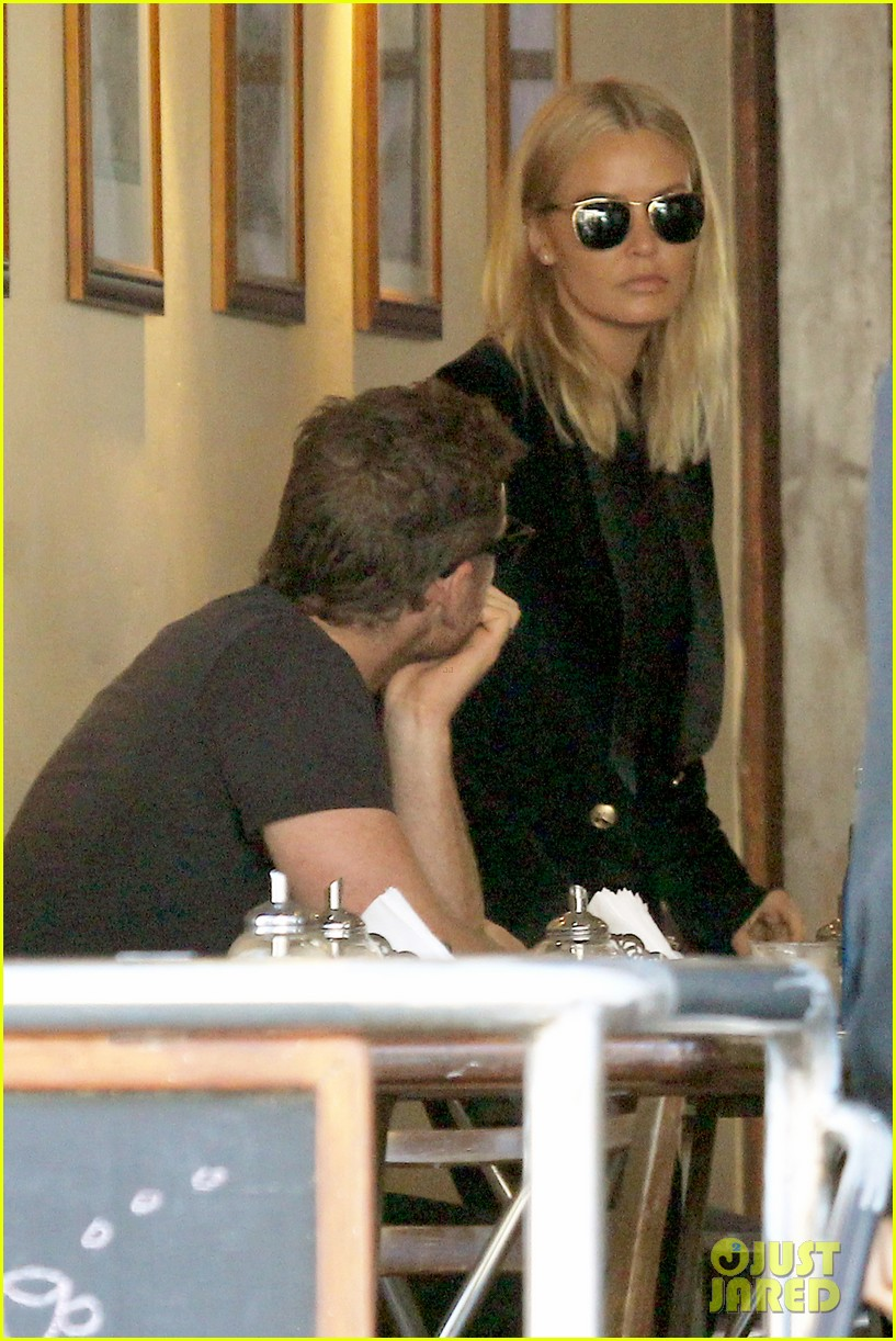 sam worthington lara bingle lunch before her court appearance 123042771