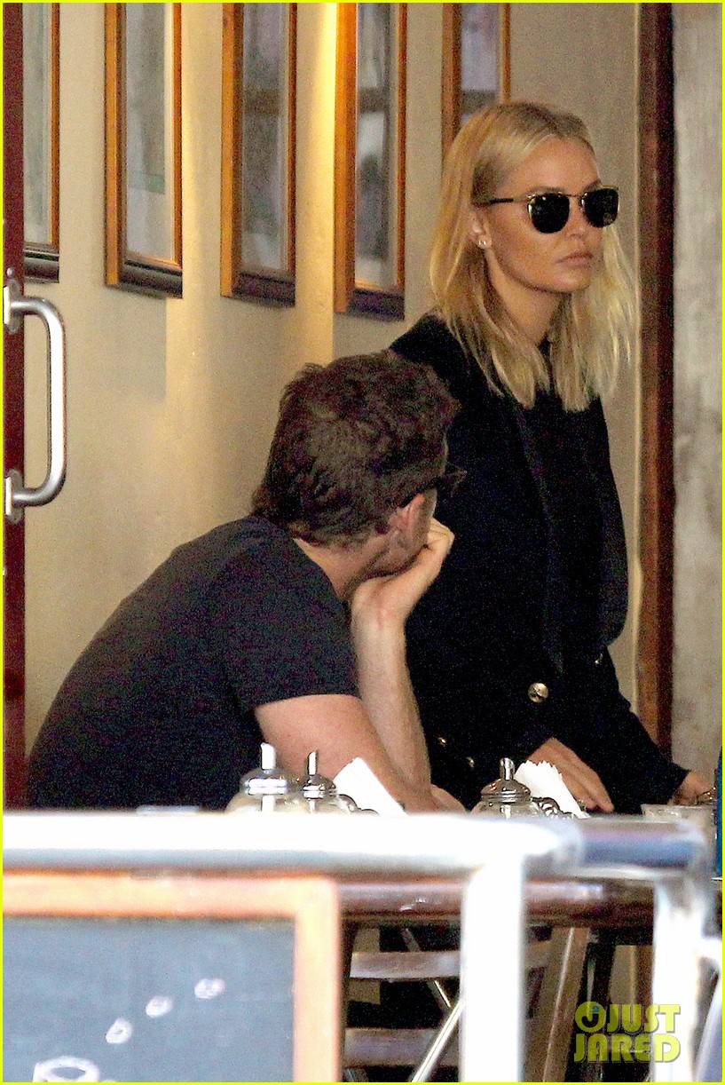 sam worthington lara bingle lunch before her court appearance 203042779