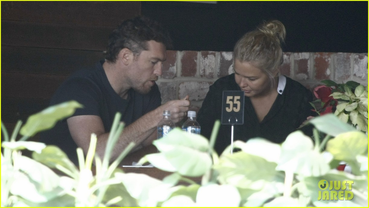 sam worthington lara bingle sunday lunch lovers 033023820