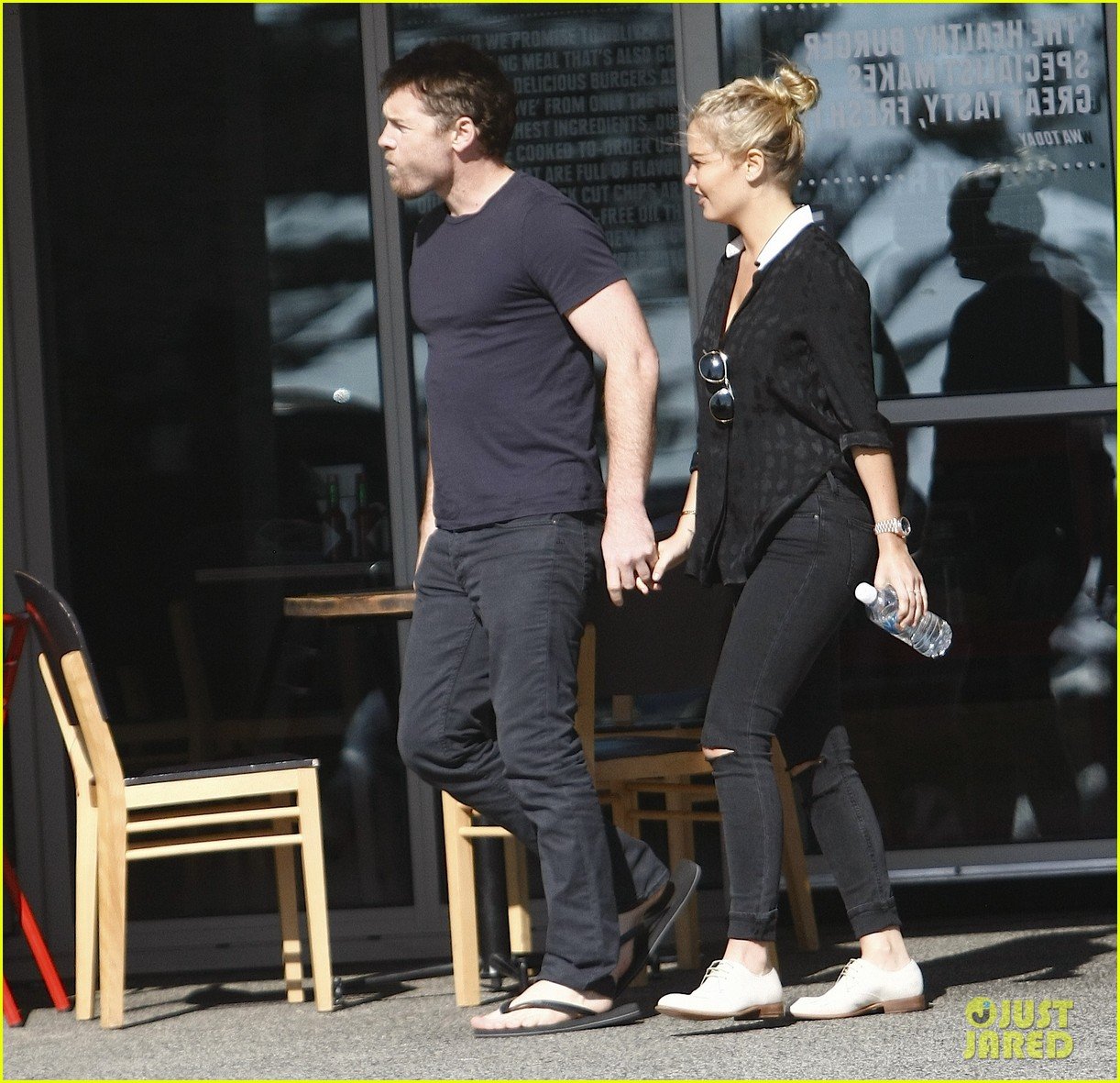 sam worthington lara bingle sunday lunch lovers 053023822