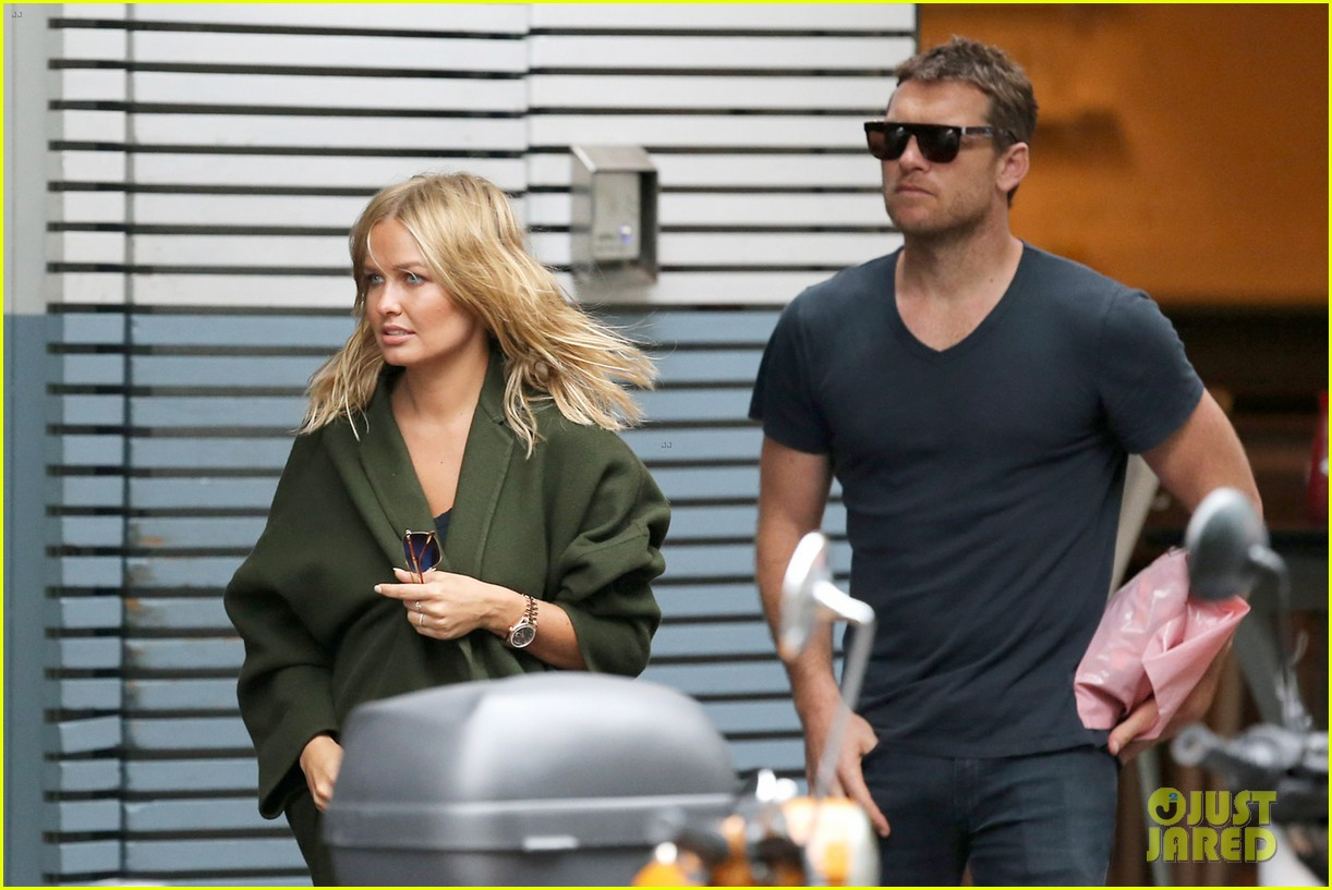 sam worthington lara bingle wear matching rings on that finger 063038652