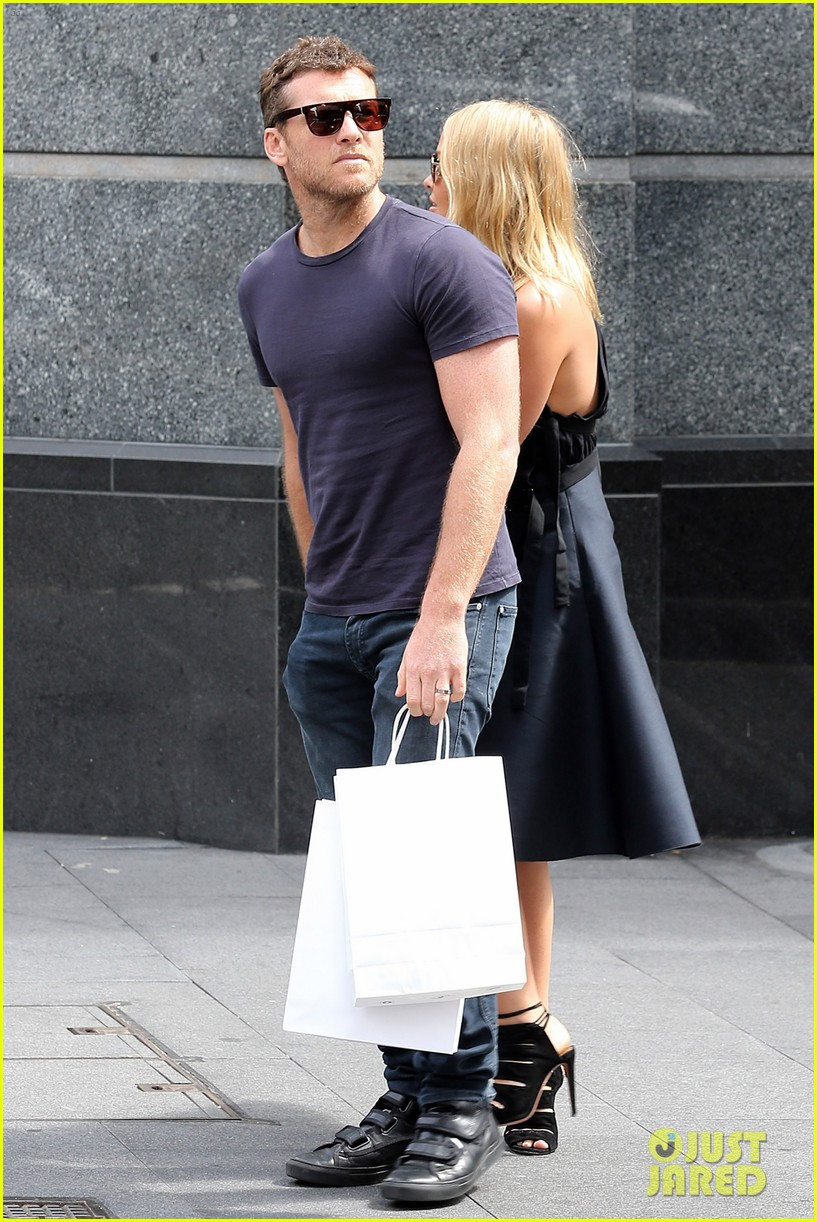 sam worthington lara bingle wear matching rings on that finger 19