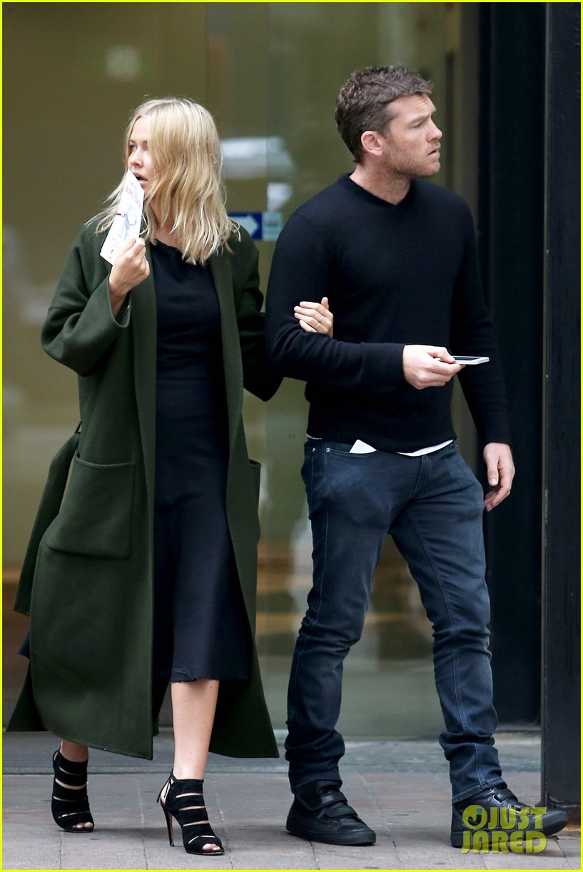sam worthington lara bingle wear matching rings on that finger 363038682