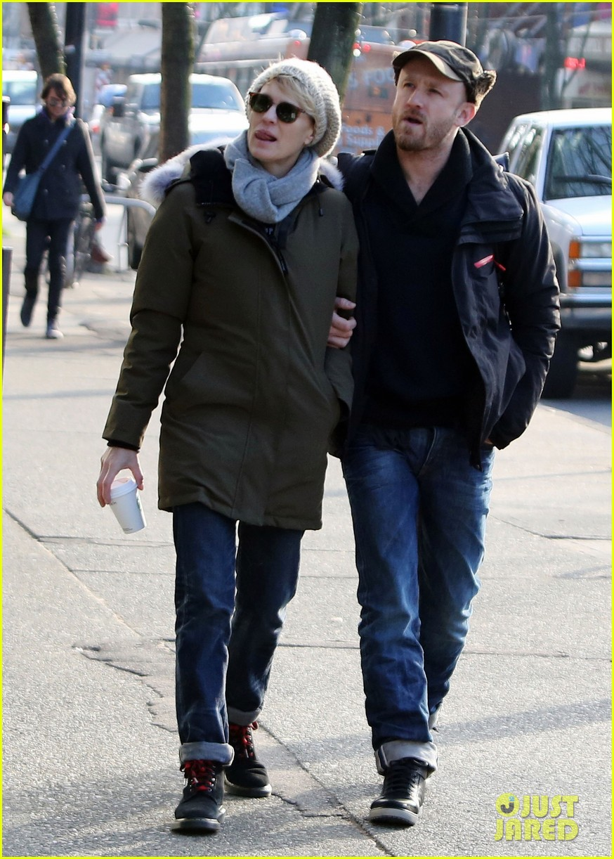 robin wright new fiance ben foster step out for daytime stroll 01
