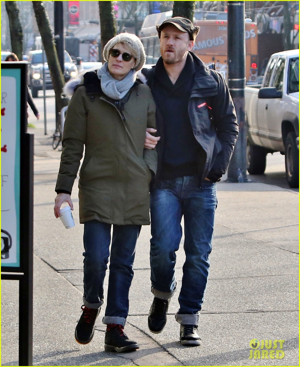 robin wright new fiance ben foster step out for daytime stroll 033037009