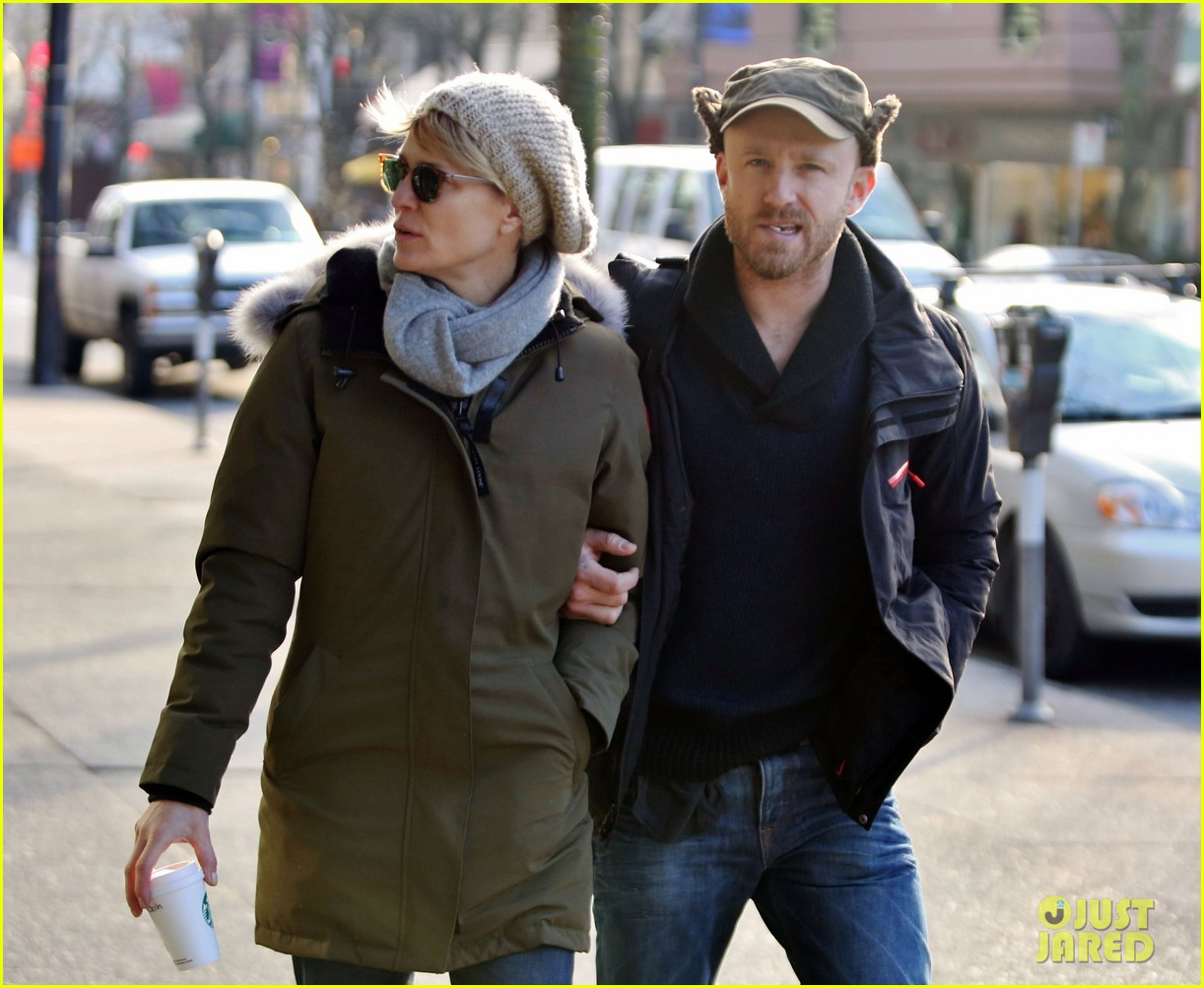 robin wright new fiance ben foster step out for daytime stroll 043037010